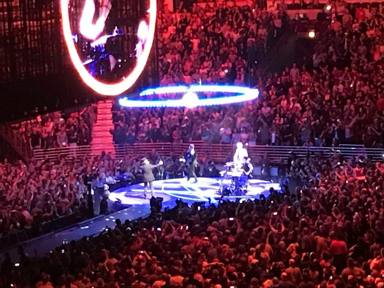 U2: eXPERIENCE + iNNOCENCE Tour [Concert Review] | The Fire Note